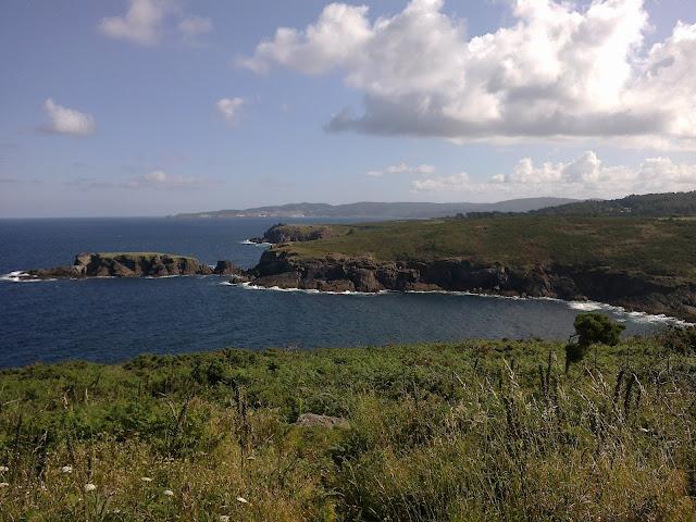 Isla de Montemeán en la costa de Dexo Oleiros