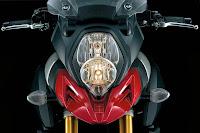 Suzuki V-Strom 1000 (2014) Headlight Detail