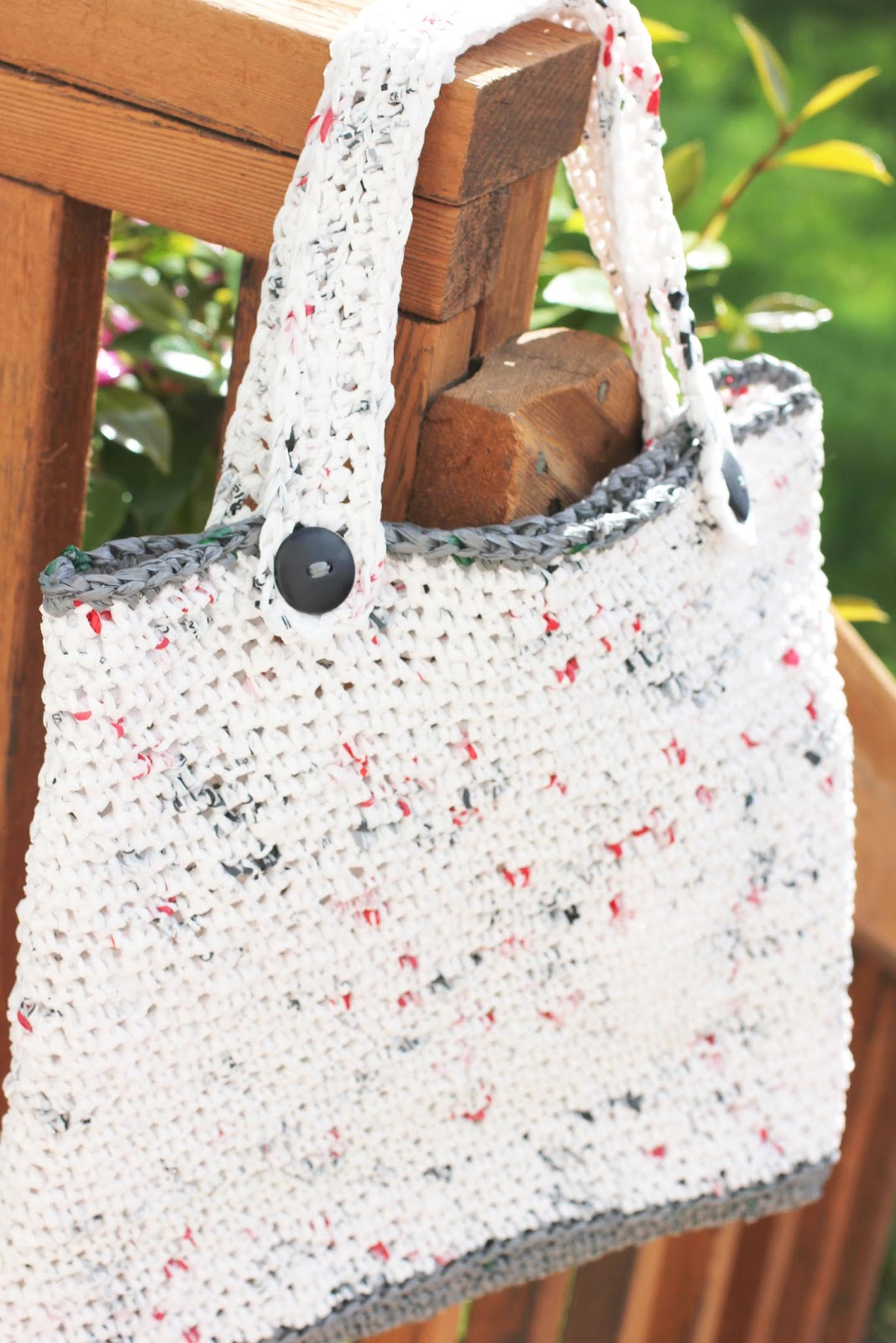 Crochet Plarn Tote Bag Pattern : Repeat Crafter Me: Plarn Tote Bag