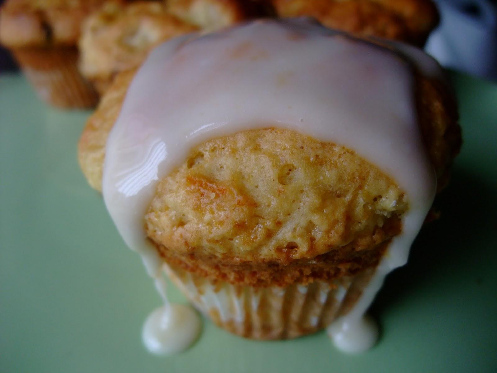 Jaana's kitchen: Peach & Almond Muffins