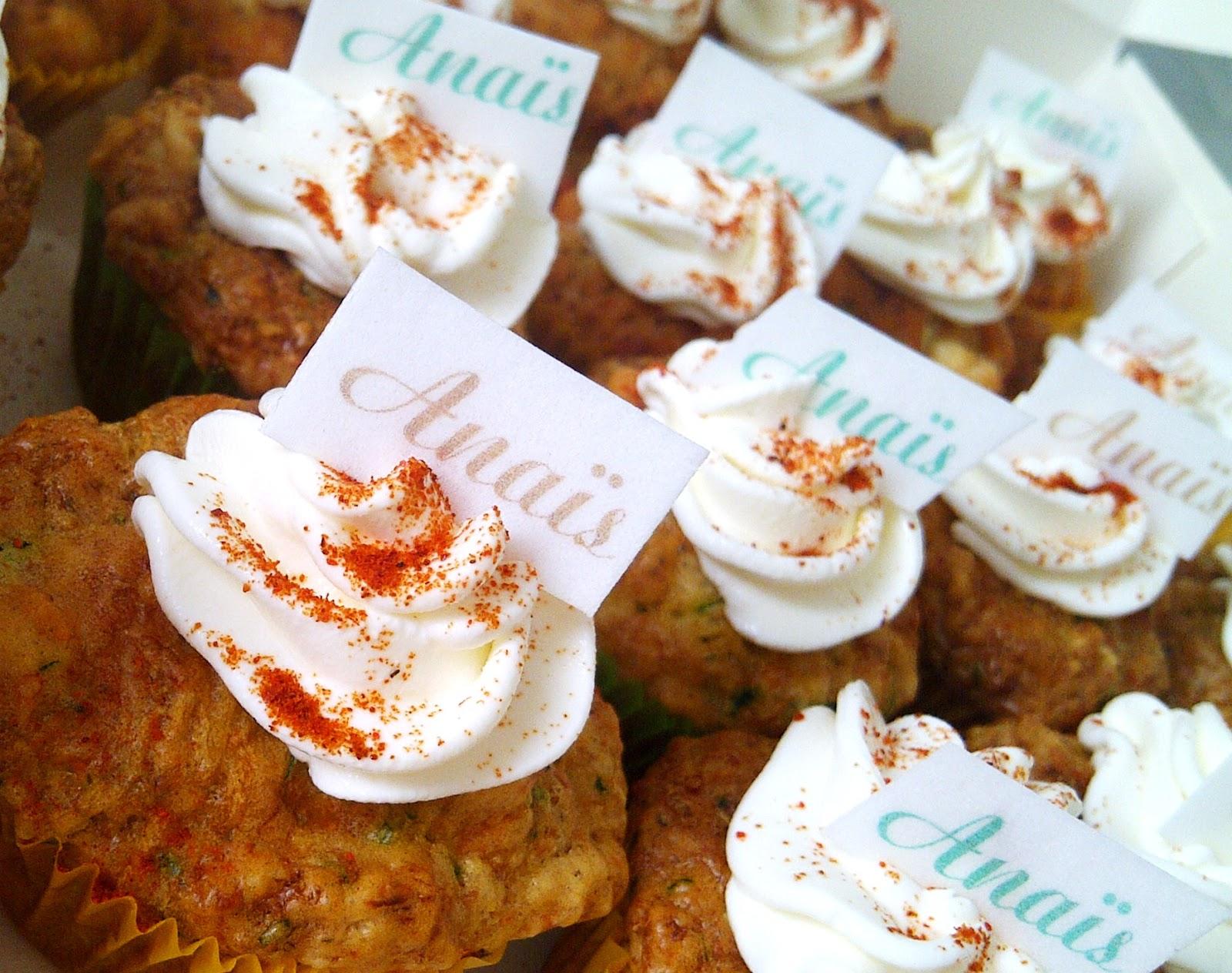 gros cupcake avec étiquette comestible