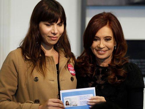 Cristina Kirchner entrega novos documentos de identidade a transexuais na Argentina (Foto: La Nación/GDA)
