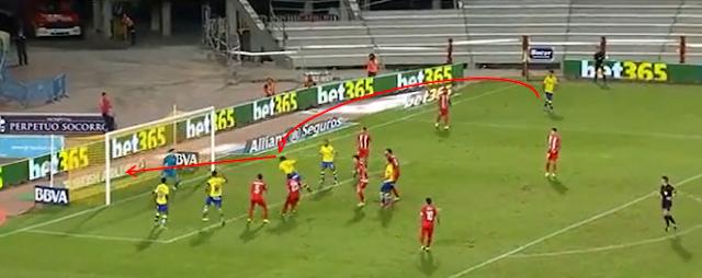 2-0 gol de cabeza de Alcaraz tras centro de Araujo
