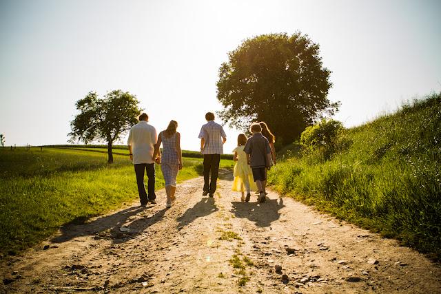 Outdoor family sessopn