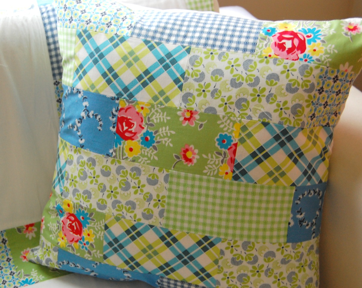 Modern Patchwork Pillow : happy little cottage: Happy Little Cottage Industry