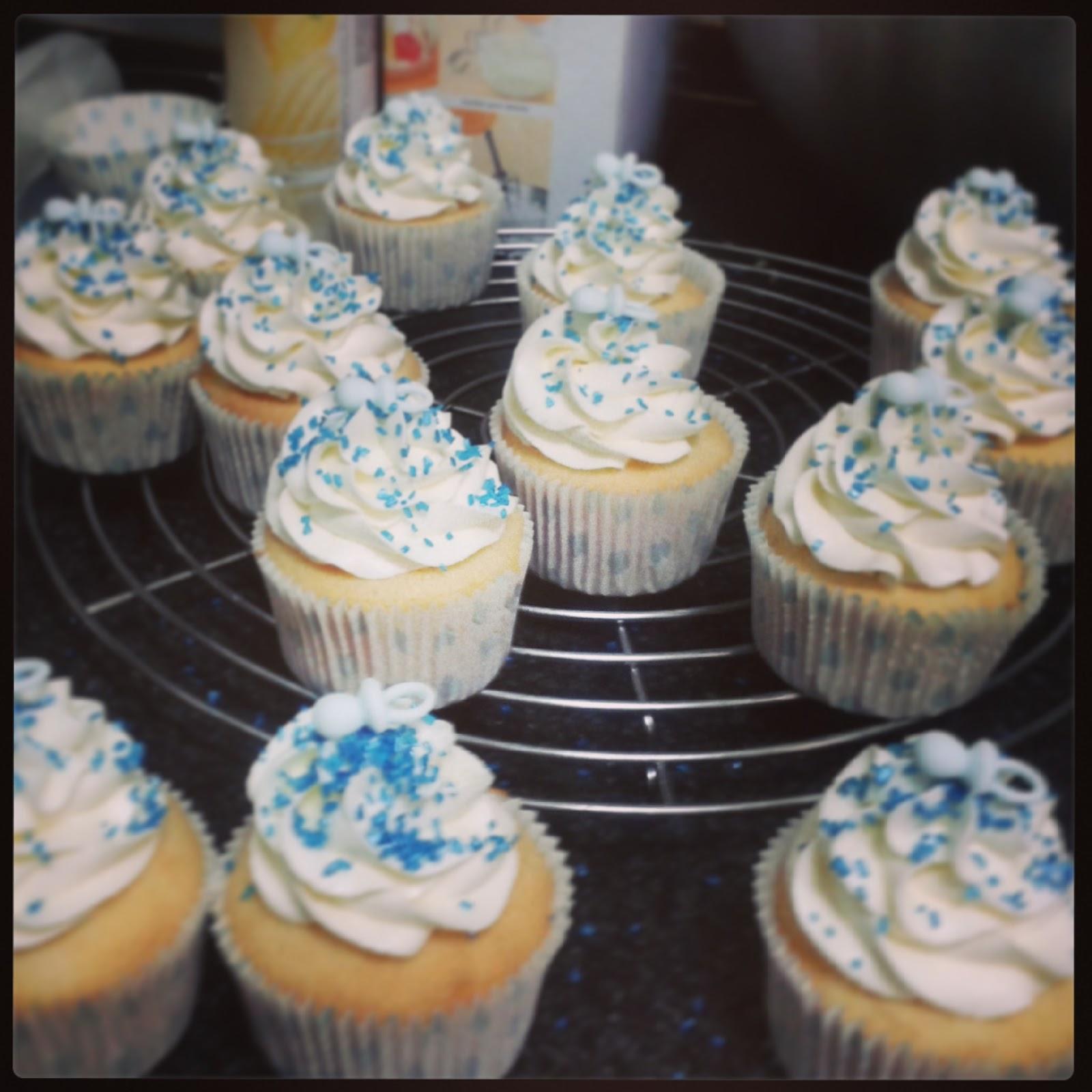 La dulce ratatouille cupcakes angel food cake para bautizo for Decoracion en cupcakes