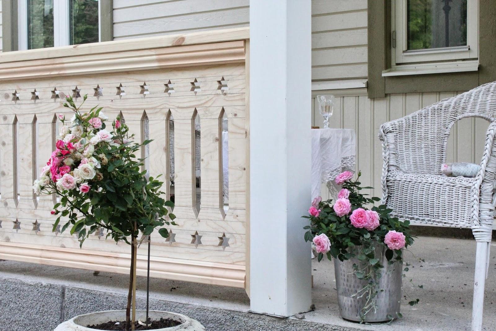 Claras hem pÅ byvÄgen : veranda med snickarglädje