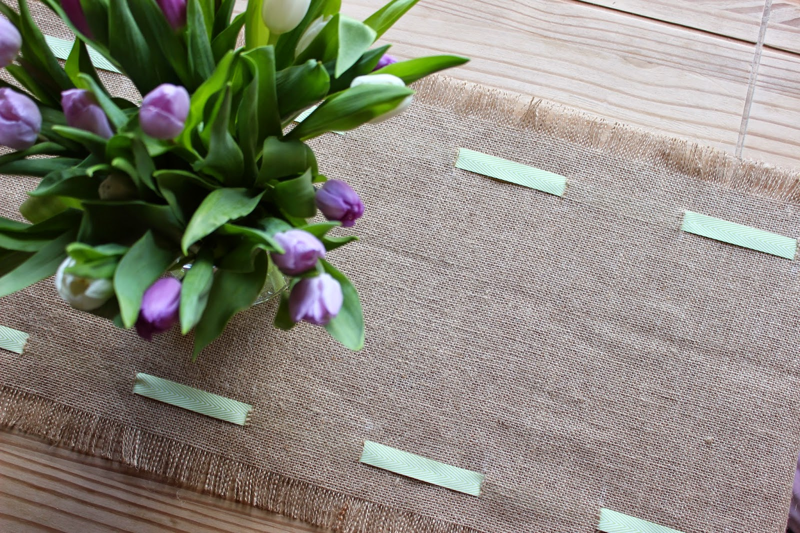 easter-table-runner