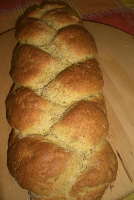 treccia di pane ai pistacchi