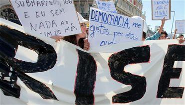"""""""Democracia Verdadeira"""" voltou a ser exigida em Lisboa, mas em português e não só"""