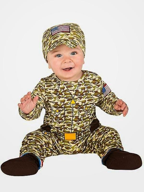 Foto bayi lucu perempuan pakai kostum tentara
