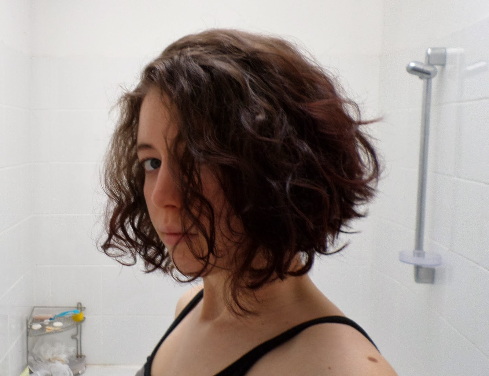 Les Carnets de Tinùviel: Tutoriel Se couper les cheveux au carré (plongeant) toute seule