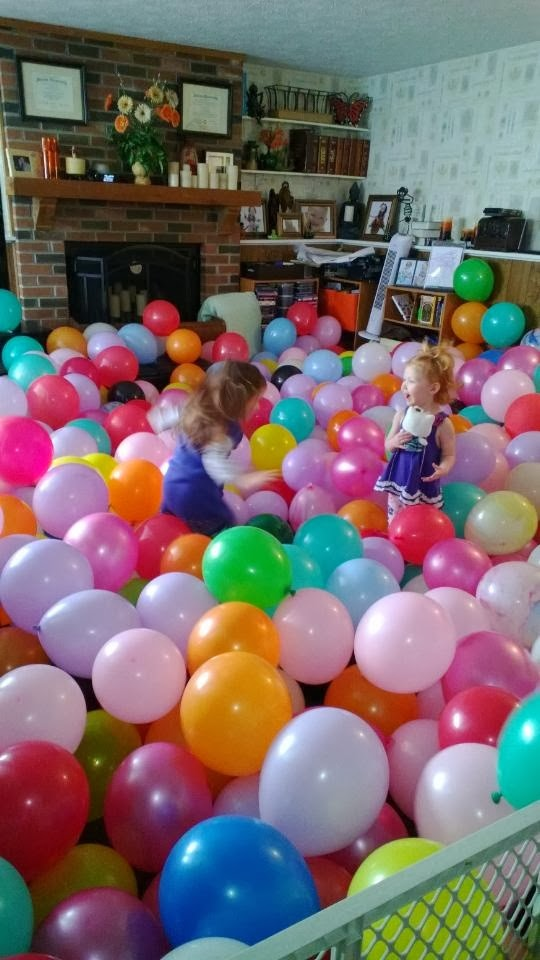 Balloons, and 21 other cheap ways to occupy Toddlers! #free #99cent #clevernest #maternity #roundup #bedrest #sickday #preschool #thirdtrimester