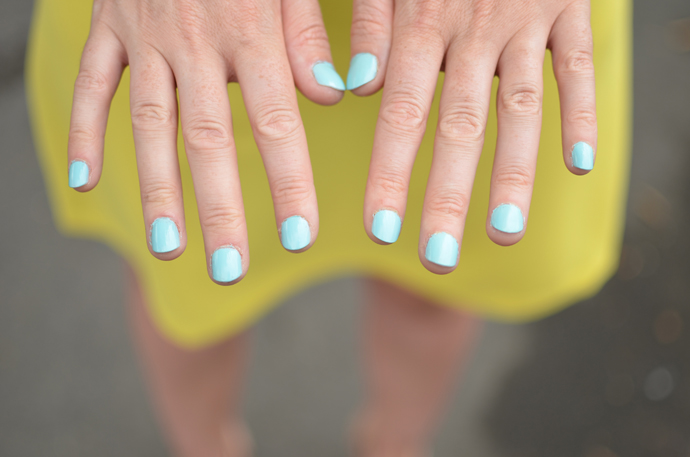mint-green-nails