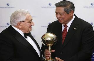 Henry Kissinger Si Yahudi Perampok Kekayaan Alam Negeri Islam