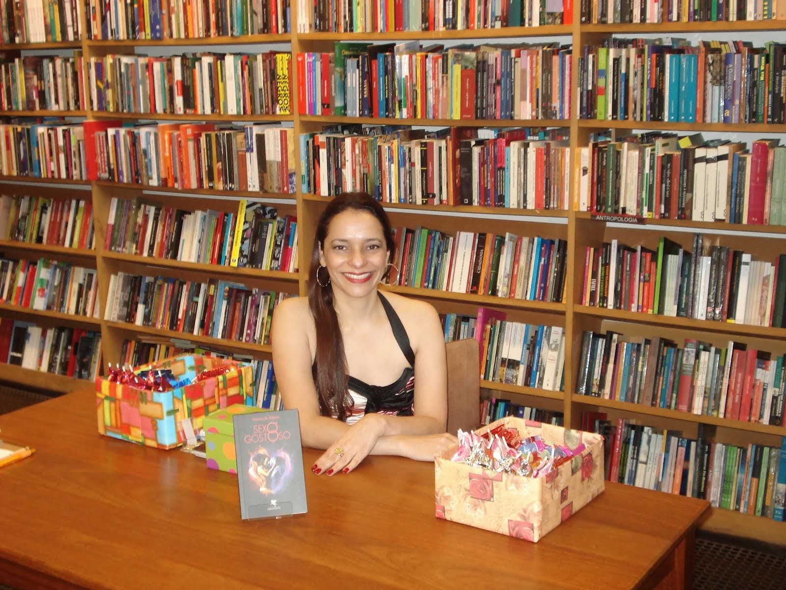 ENTREVISTA - Author Interview: Marcela Re Ribeiro: There Is No Why In Love