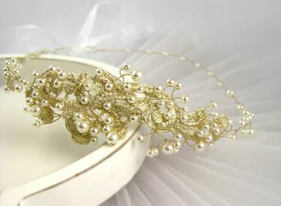 Ślubna tiara z perłami