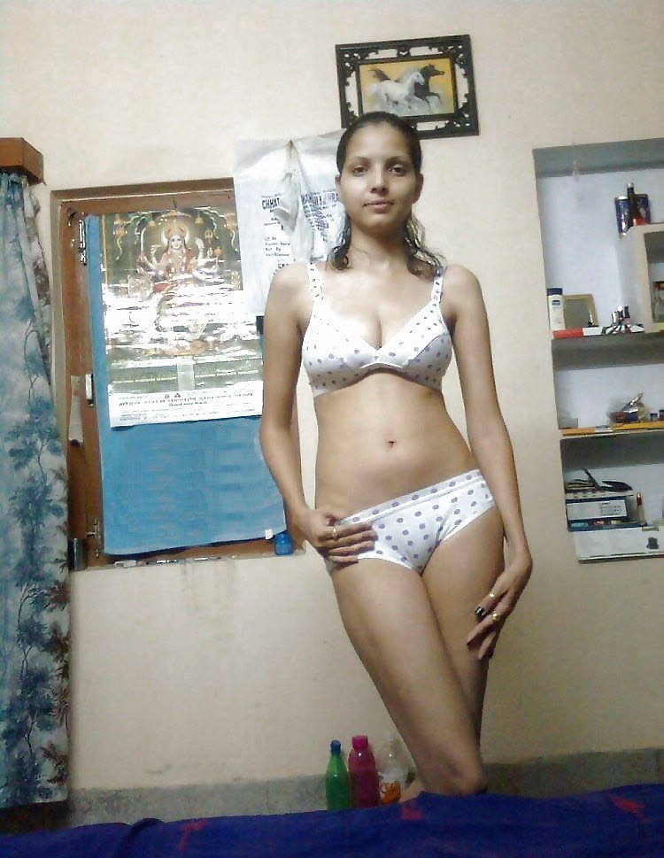 Indore slim figure bhabi first time with neighbor indianudesi.com