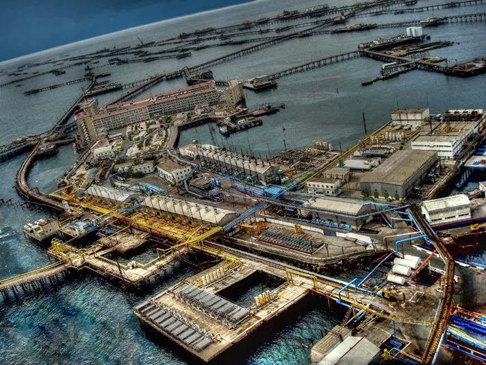 7 megaestructuras del antigua URSS abandonadas Azerbaiyan+petroleo+viejo