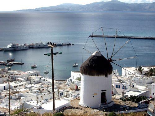 На море на остров Миконос