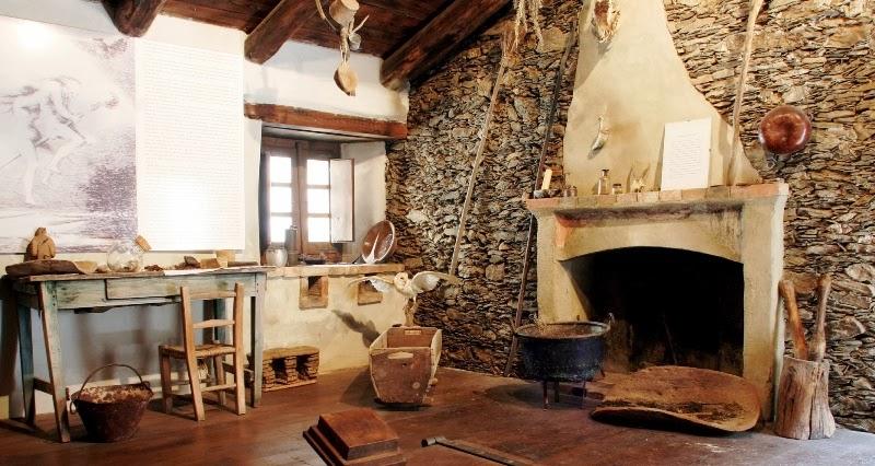 Amicomario la sardegna e le sue antiche tradizioni il - Cucina rustica con camino ...
