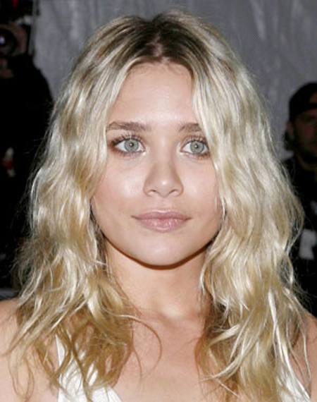 Tousled waves and a messy hairstyle part give Ashley Olsen a textured finish.