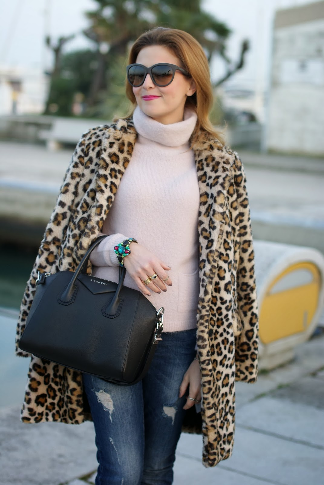 zara leopard coat, leopard faux fur coat, pink sweater, mercantia bracelet, givenchy antigona bag, fashion and cookies, fashion blogger