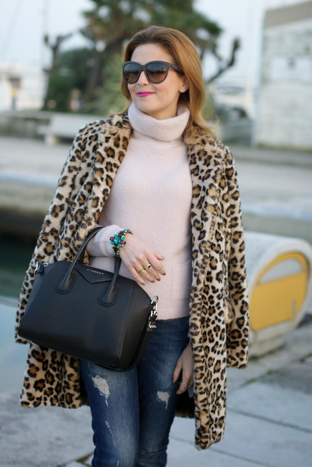 zara leopard coat, leopard faux fur coat, pink sweater, mercantia bracelet, givenchy antigona bag, fashion and cookies, fashion blogger