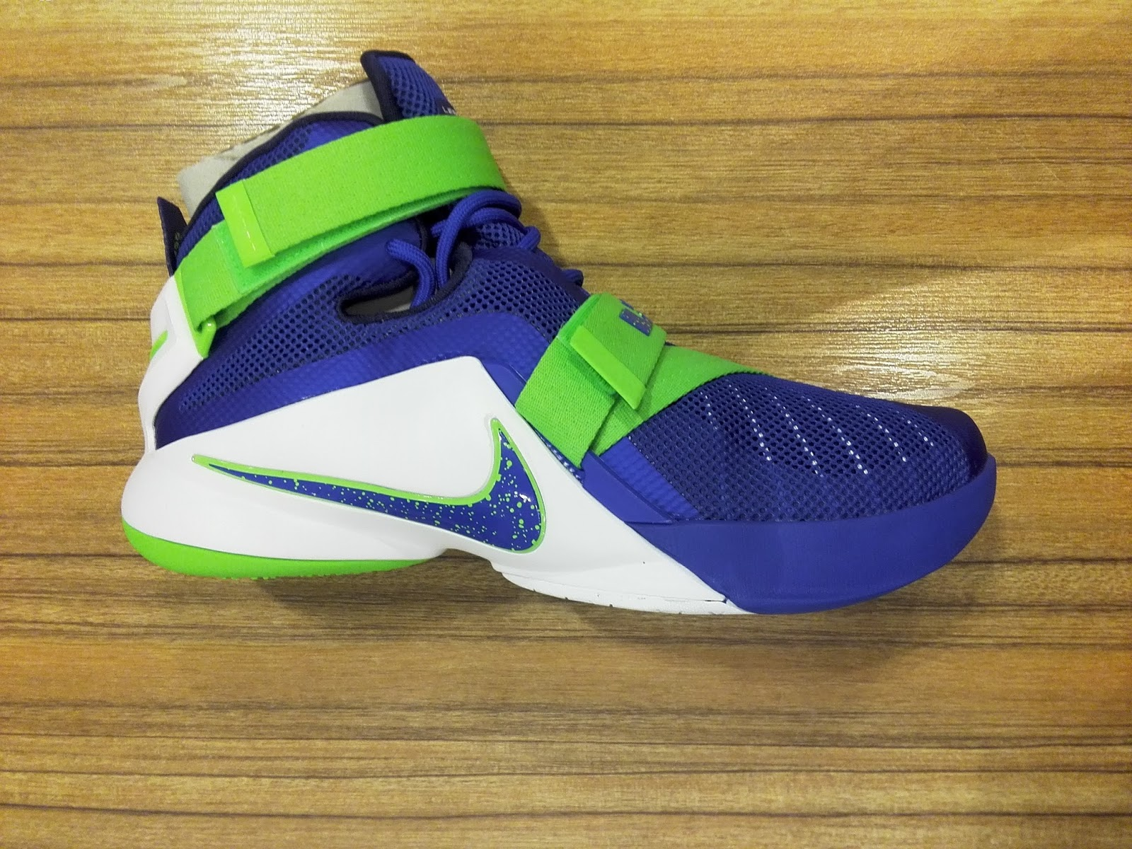 buy cheap d51bf 64936 Zoom Soldier 9 Sprite available at Planet Sports  Analykix