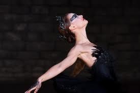 Natalie Portman interpretando el cisne negro en el Lago de los cisnes