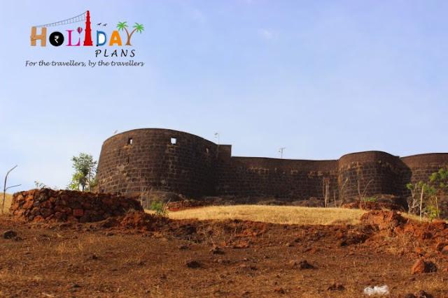 Front view of Ratnadurg Fort