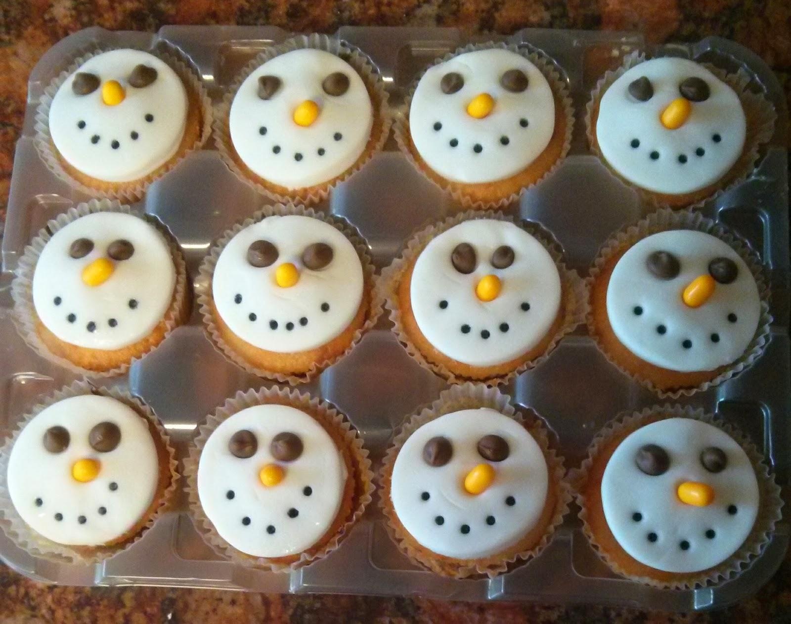 Simple Snowman Cakes