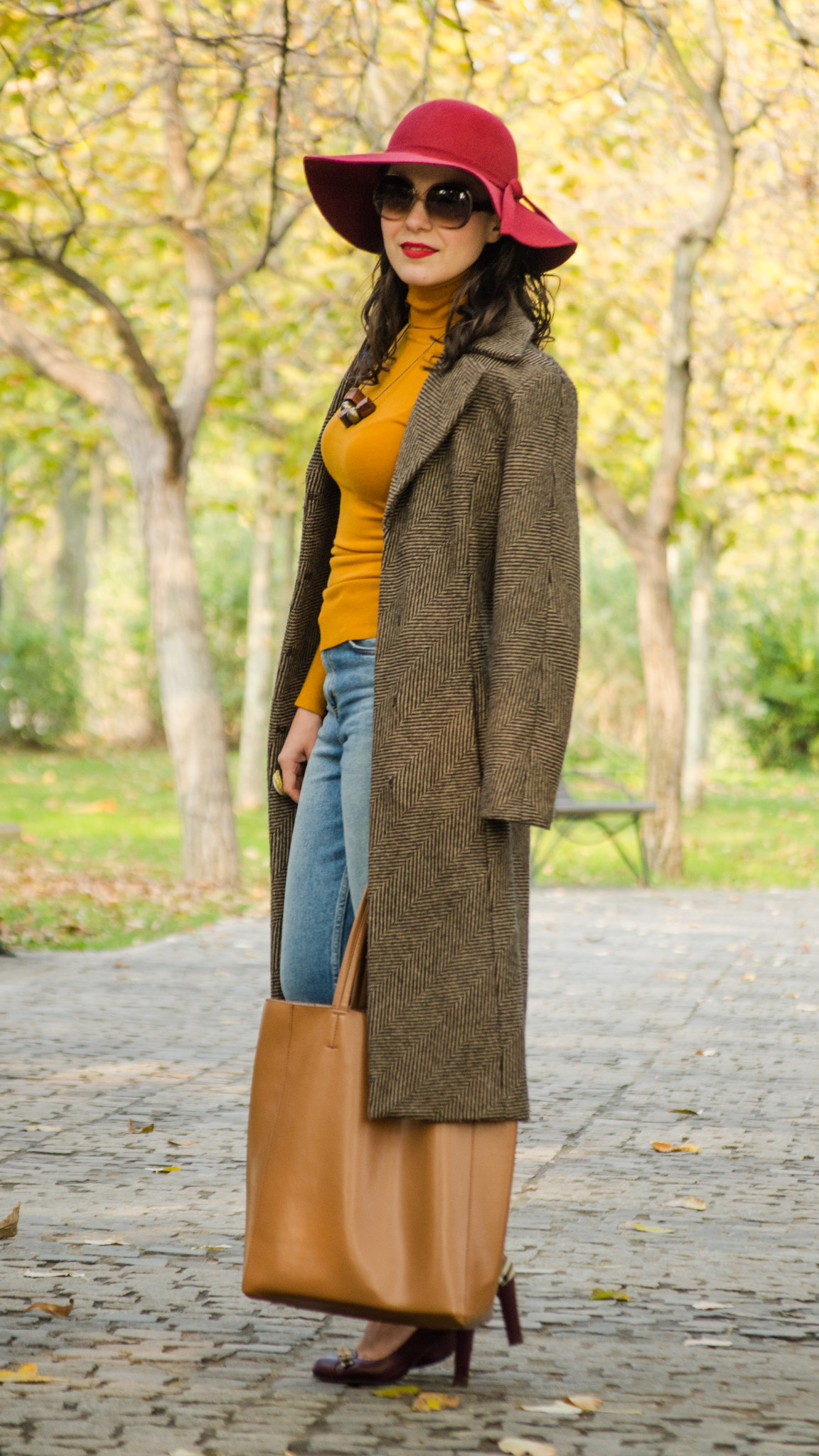 fall essential wardrobe items burgundy hat turtleneck sweater mustard brown pattern coat over-sized bag belt shoes heels autumn scenery leaves mom jeans H&M thrifted