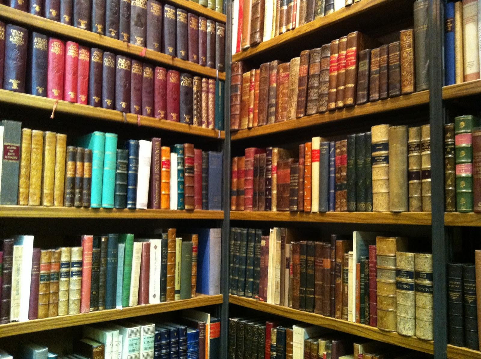 Silencio es lo dem s historias esperando for Fotos de librerias de salon
