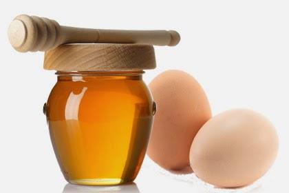 Đắp mặt nạ lòng trắng trứng, mật ong