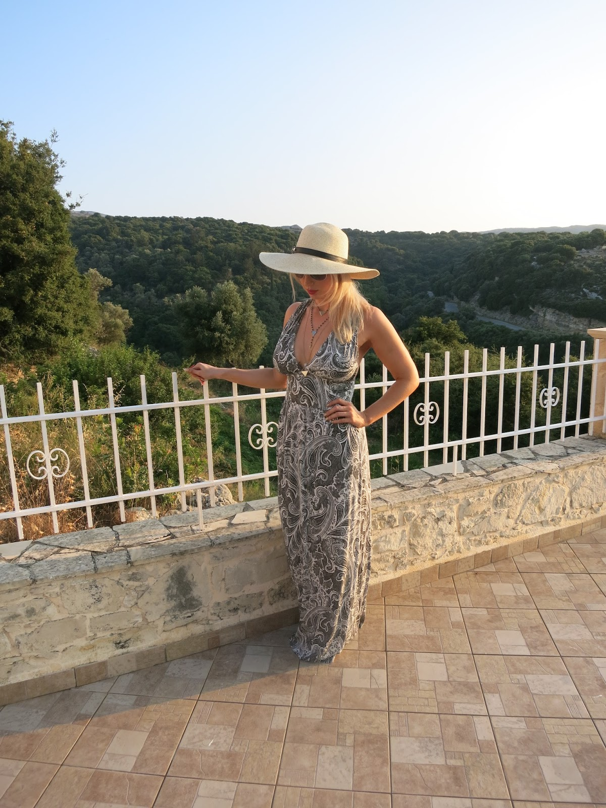 holiday outfit - fashion blogger - devoted to pink - H&M maxi dress - Dune Hat