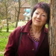 """""""Kiedy widzę młode osoby, prowadzące blogi czytelnicze, recenzenckie, literackie, serce mi rośnie i dumna jestem z Was"""" - wywiad z Elżbietą Śnieżkowską-Bielak"""