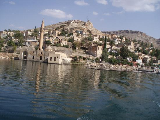 Diyarbakir Turkey  city photo : Diyarbakır är den största staden i sydöstra Turkiet .