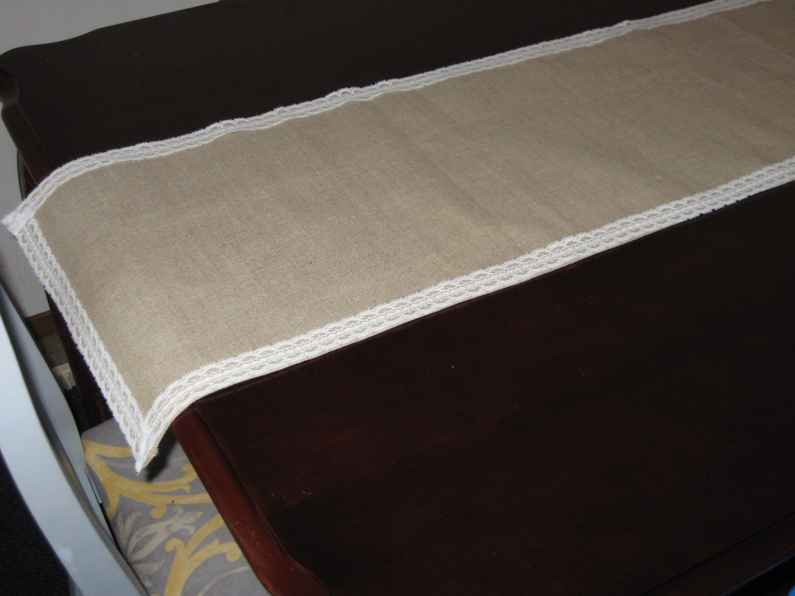 burlap and lace table runner tutorial