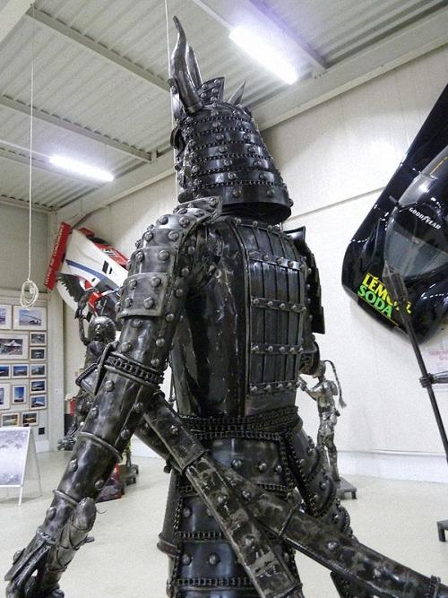 11c-The-Samurai-2.4m-high-Giganten-Aus-Stahl