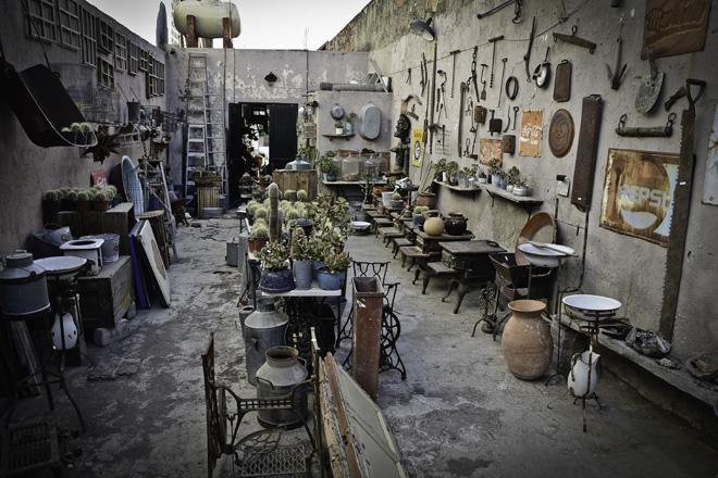 De bazar en bazar tiendas vintage en quer taro botica pop for Muebles usados santiago