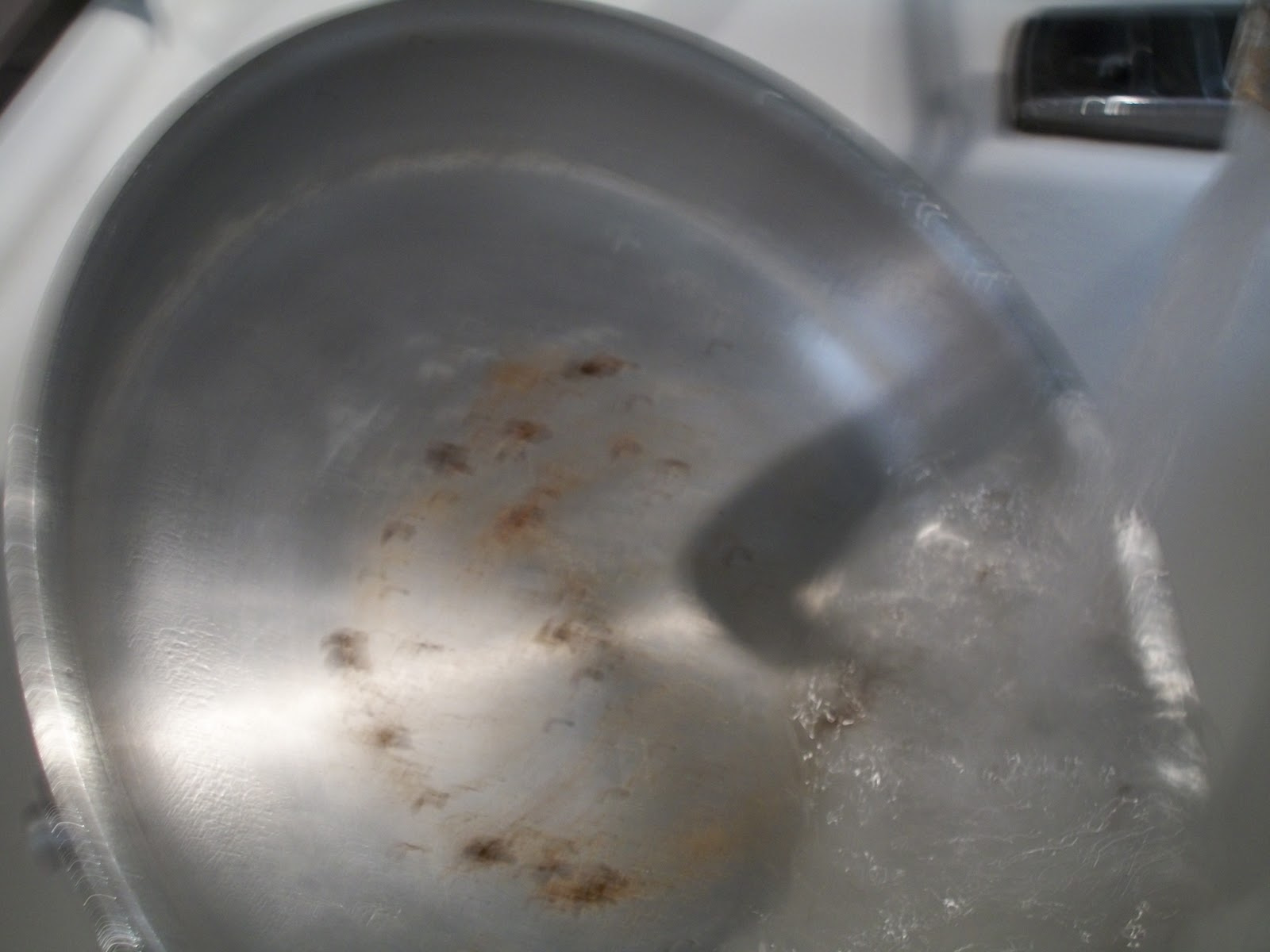 how to clean a scorched pan