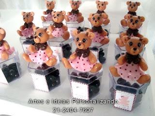 lembrancinhas caixinhas de acrílico com ursinha marrom e rosa