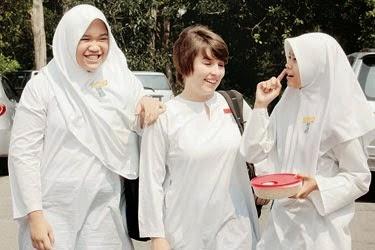 Larangan pelajar perempuan bukan Melayu pakai baju kurung sebagai seragam sekolah Apa kata Menteri Pendidikan