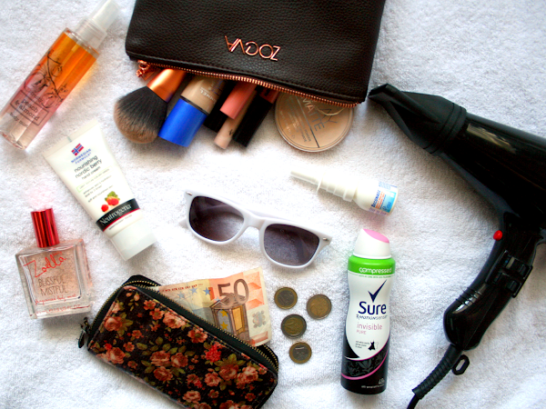 Whats In My Bag || Work Edition ♡