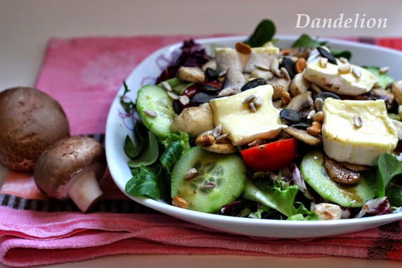 dandelion dream salat mit gebratenen champignons. Black Bedroom Furniture Sets. Home Design Ideas