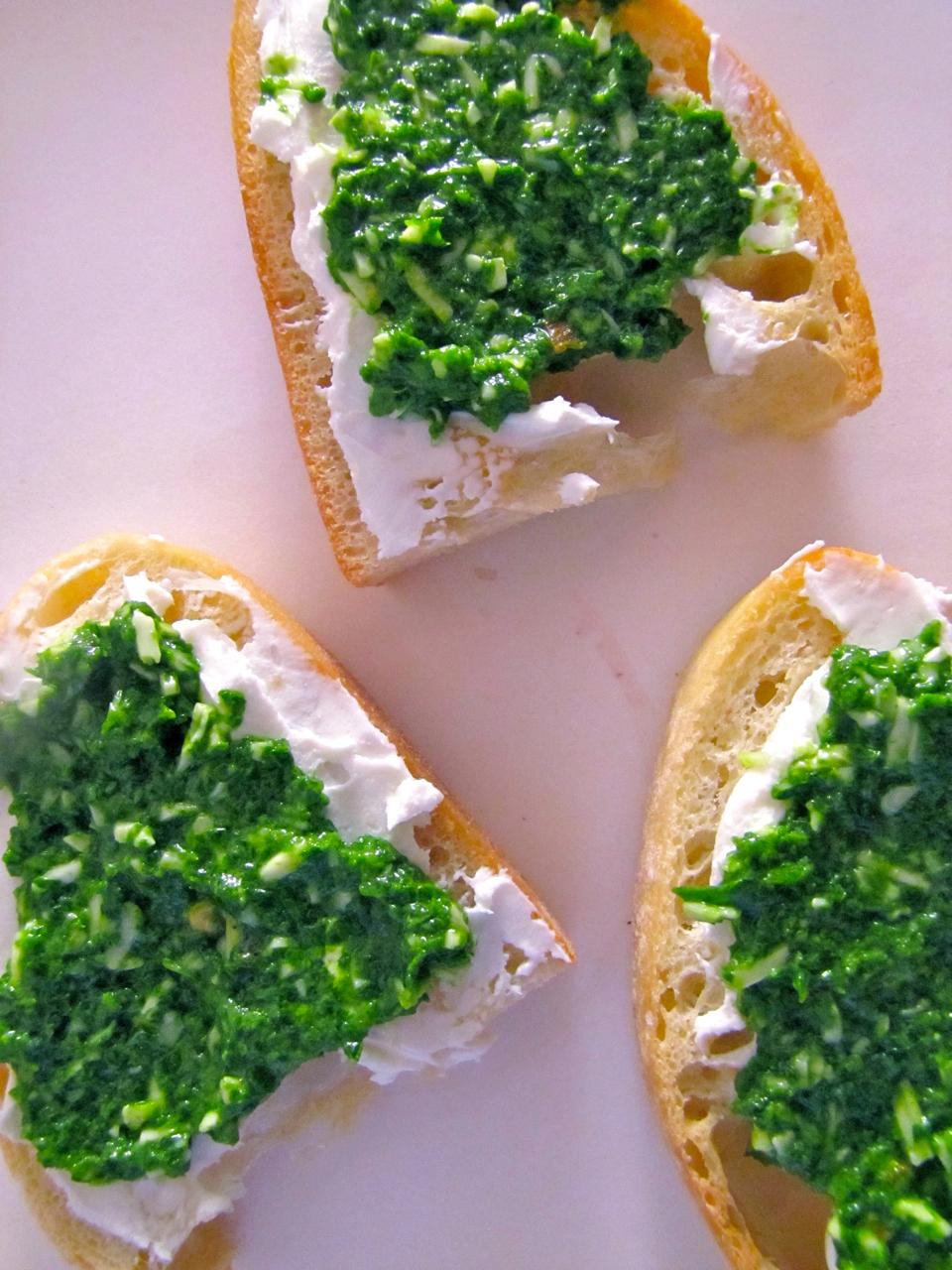 ChowGals: Arugula Pesto-Goat Cheese Crostini