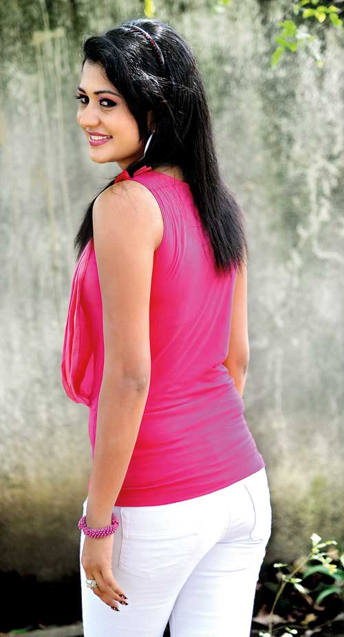 Sri Lankan Actress And TV Presenter Ruwangani Rathnayaka
