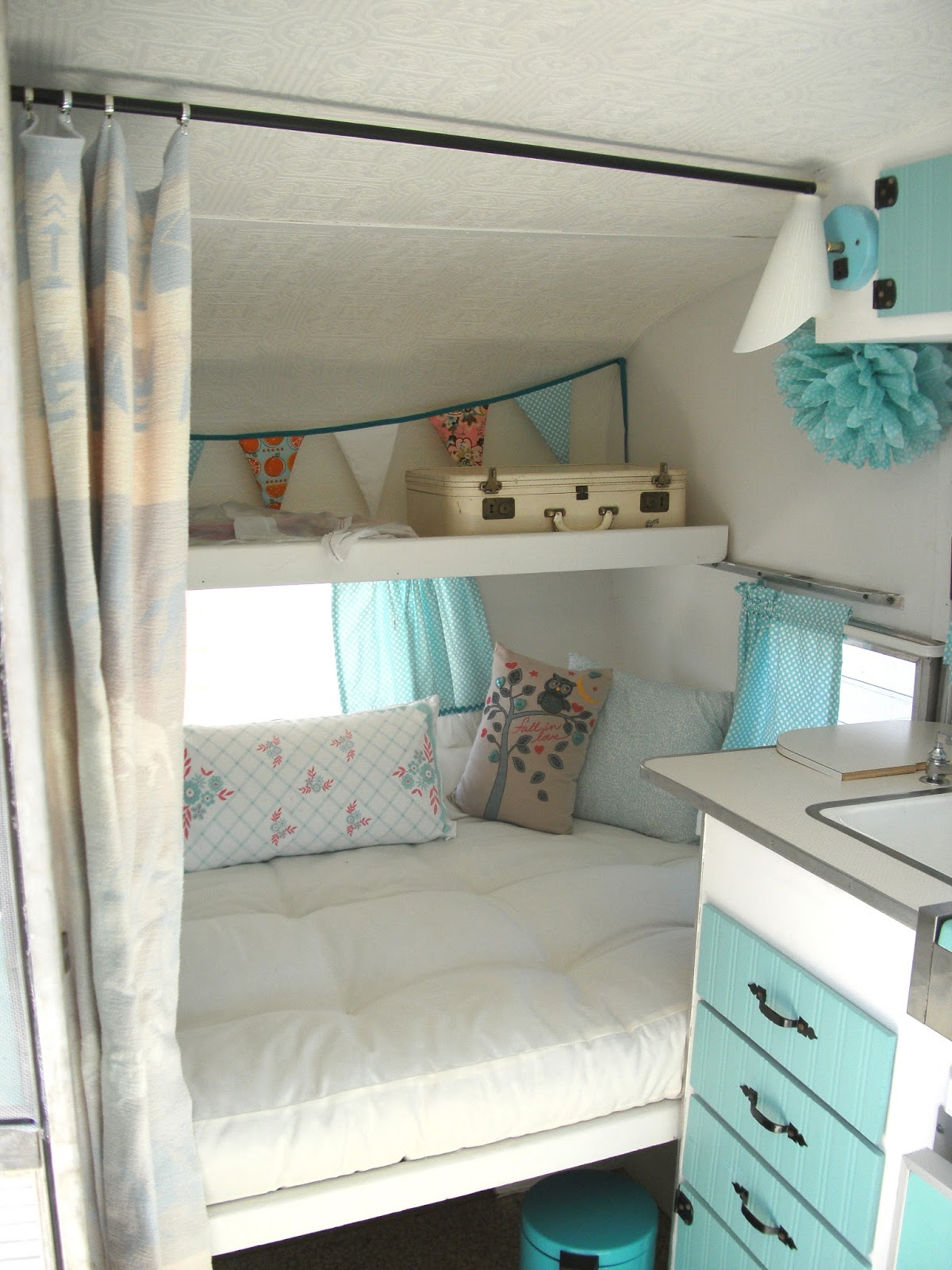 an update on maizy my little vintage trailer interior before and after little vintage cottage. Black Bedroom Furniture Sets. Home Design Ideas