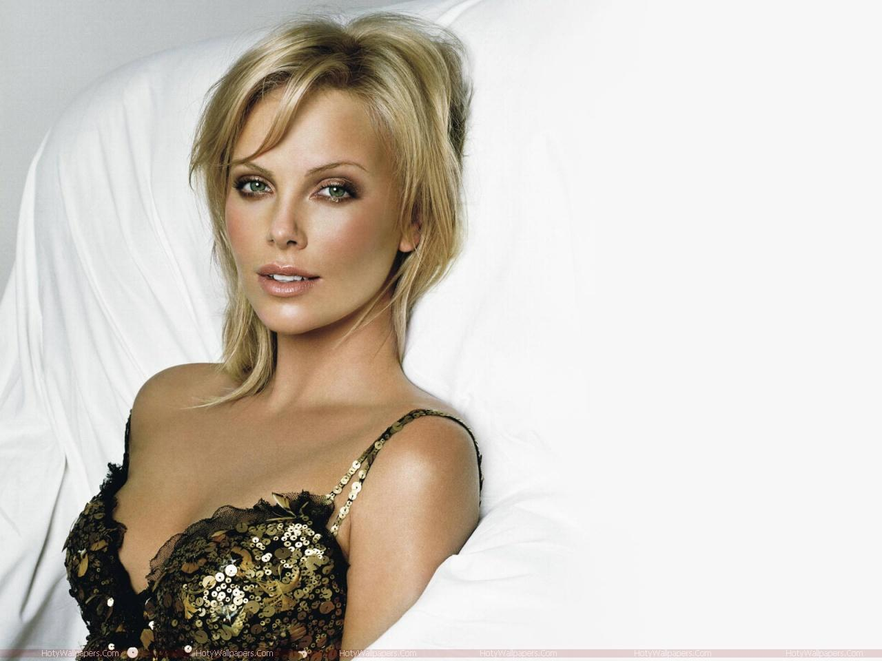 Download this Charlize Theron Hot Wallpaper picture